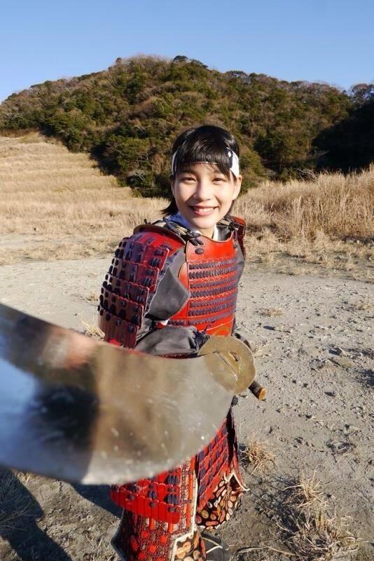 世にも奇妙な物語'14春の特別編に出演した能年玲奈の甲冑姿