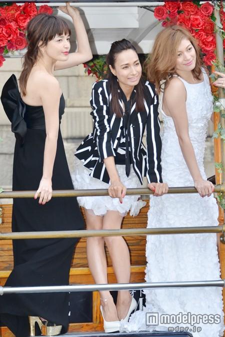「オトナミューズ」創刊記念イベントに登場した(左から)梨花、佐田真由美、岩堀せり