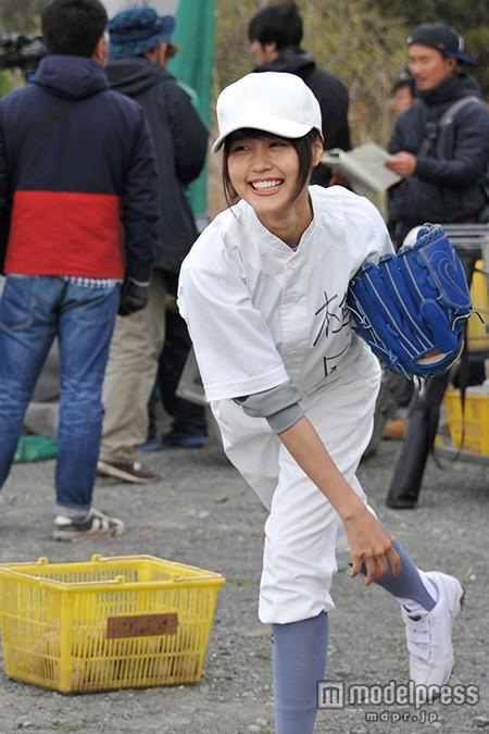 ドラマ「弱くても勝てます」で野球ユニフォームを着た有村架純