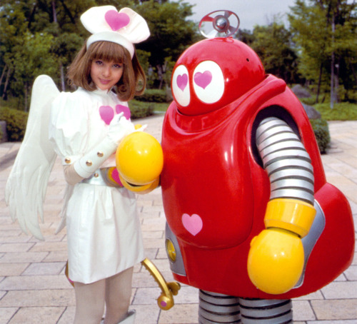 ロボコンのヒロイン・ロビーナ役の加藤夏希とロボコン
