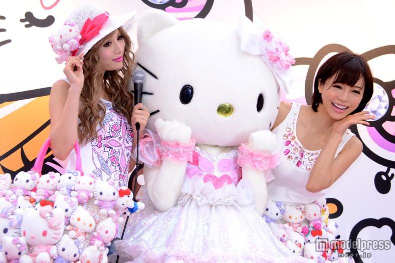 「Rady×Hello Kitty」期間限定コラボショップのオープン記念イベントに登場した武藤静香、ハローキティ、釈由美子