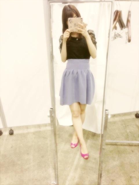握手会の時の柏木由紀のファッション miu miuの靴