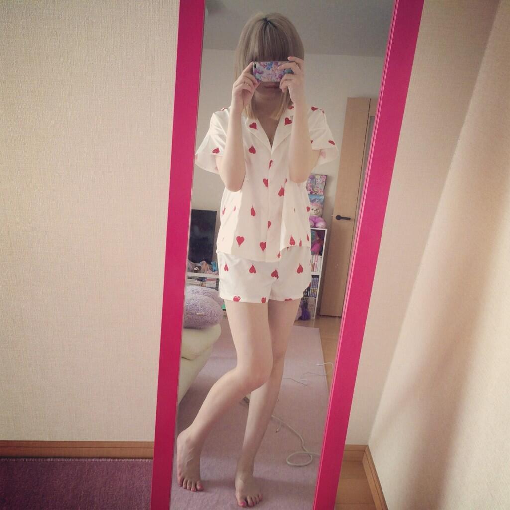 自宅で夏物パジャマ姿のきゃりーぱみゅぱみゅ