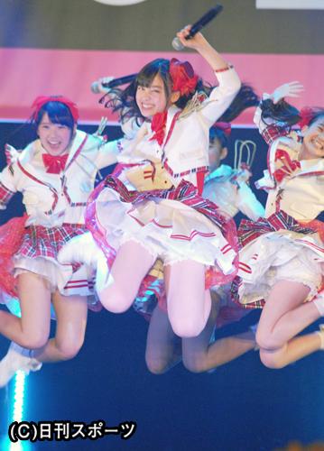 橋本環奈(15)天使すぎるジャンプでスカートの中が丸見えに