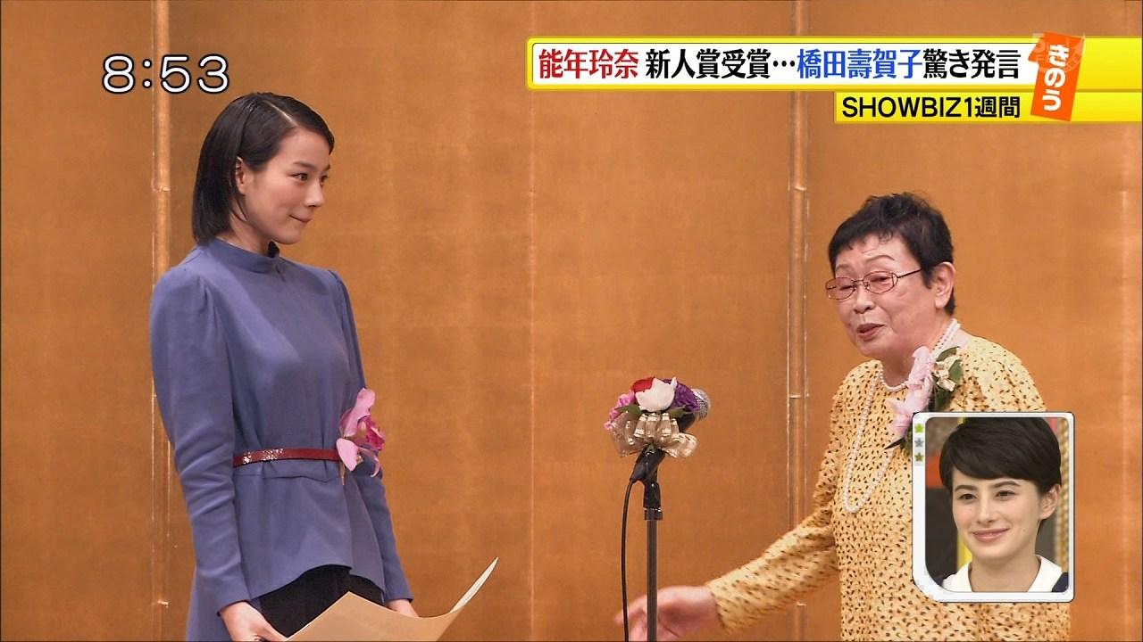 第22回橋田賞授賞式に来場した能年玲奈と橋田壽賀子