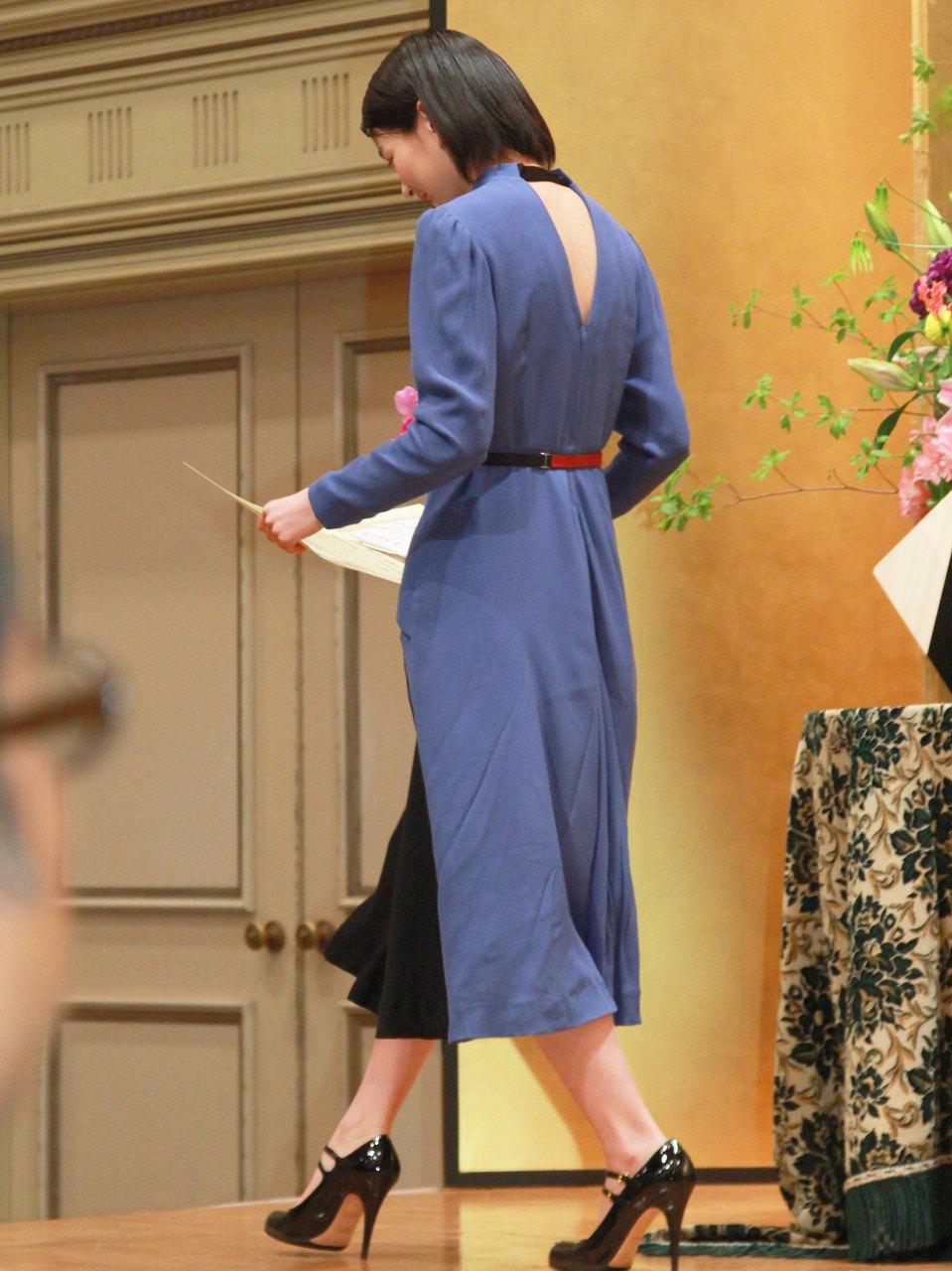 第22回橋田賞授賞式に来場した能年玲奈、大きく開いた背中のスリットがセクシー