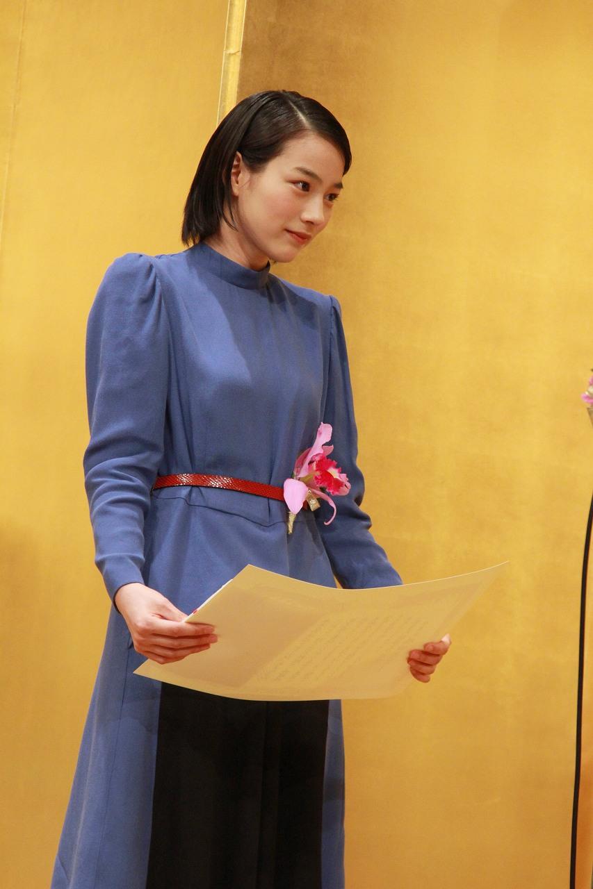 第22回橋田賞で新人賞を受賞した能年玲奈