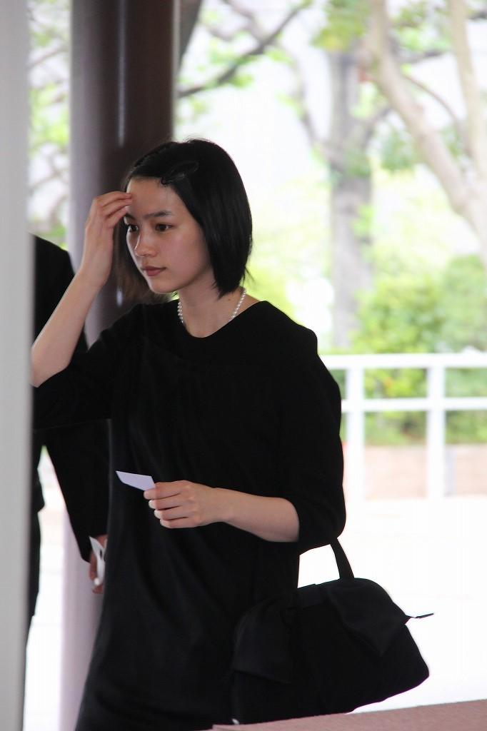 蟹江敬三さんお別れの会に参列した能年玲奈