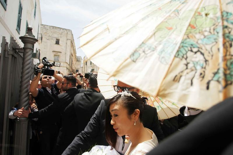 イタリアのサンタ・マリア・アッスンタ教会、ウェディングドレス姿の宇多田ヒカル