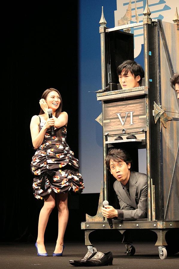 映画『青天の霹靂』初日舞台あいさつの柴咲コウ