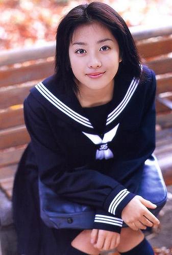 グラビア時代の小向美奈子、制服グラビア