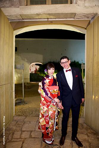 結婚式で着物を着た宇多田ヒカルと結婚相手のツーショット