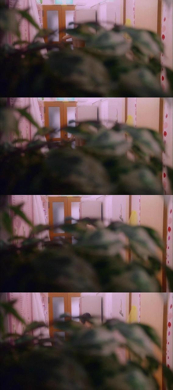 AKB48の横山由依が上半身裸になるシーン
