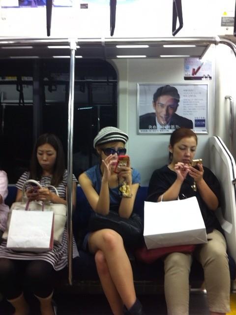 電車内で盗撮されたBerryz工房の夏焼雅