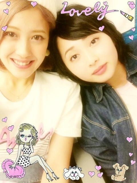 電車内で盗撮された時と同じ服を着た須藤茉麻と夏焼雅