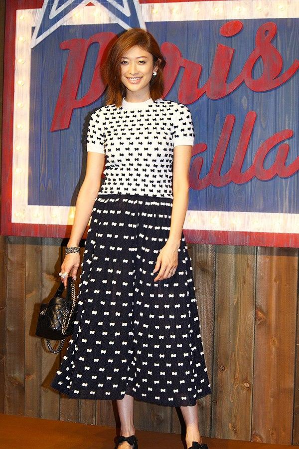シャネルが主催するファッションショーに出席した山田優の服装が酷い