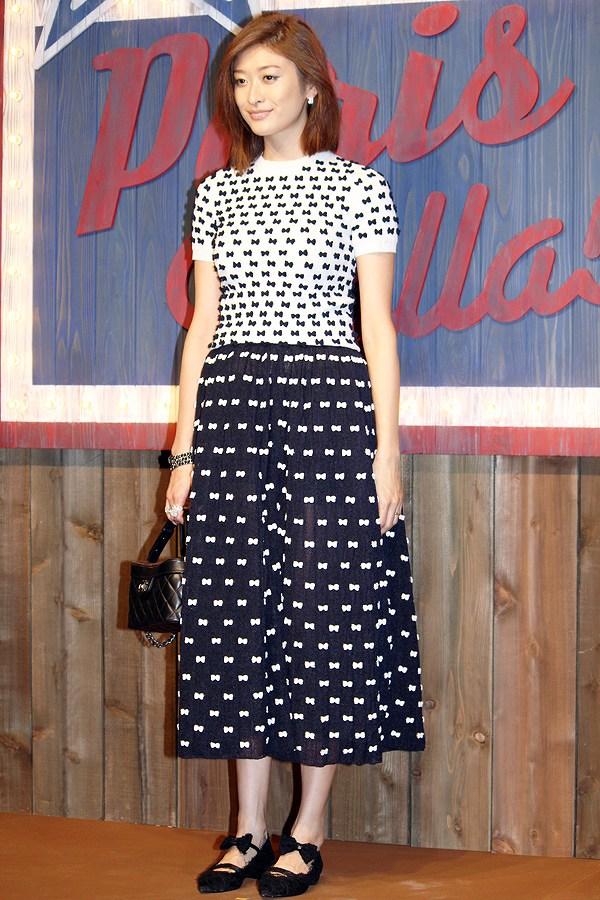 シャネルが主催するファッションショーに出席した妊娠6ヶ月の山田優