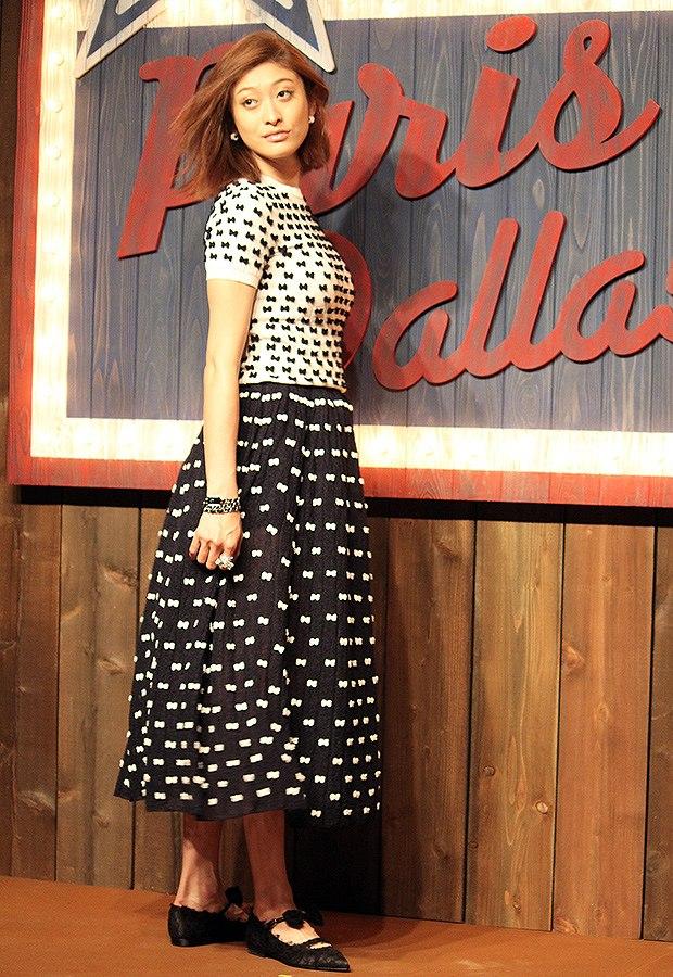 シャネルが主催するコレクションショーに出席した妊娠6ヶ月の山田優