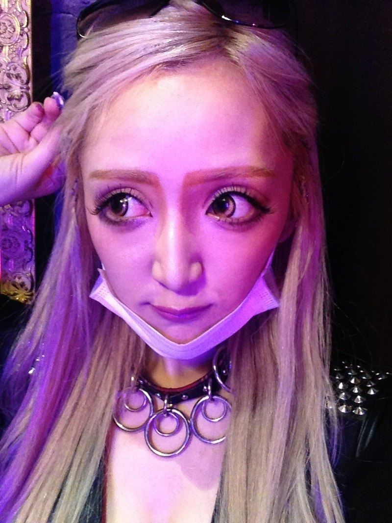 SYURIの整形顔が怖い