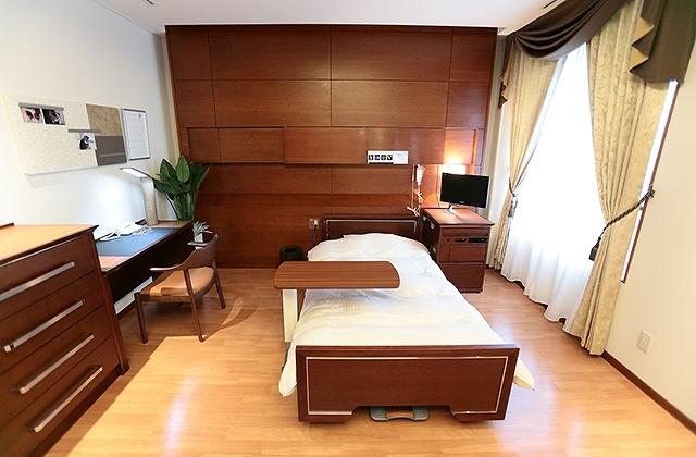 慶應病院特別室の画像