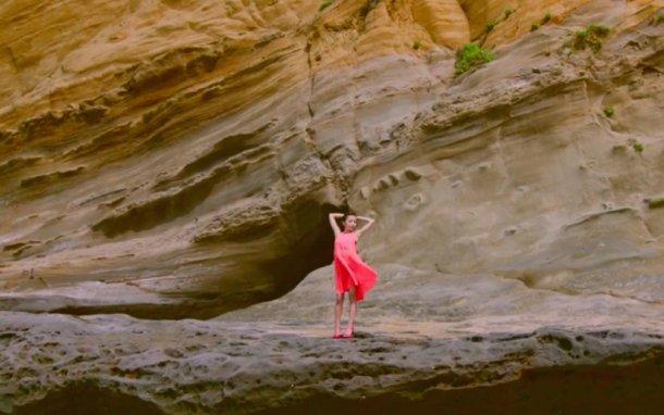 「Crush」MVの板野友美