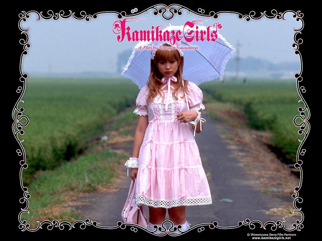 映画「下妻物語」でロリータファッションの深田恭子