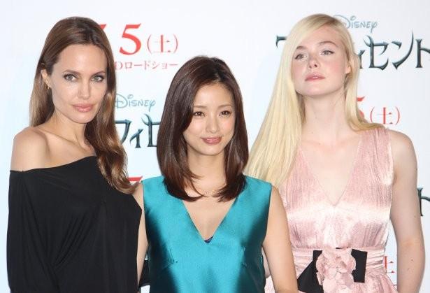 映画「マレフィセント」に出演したアンジェリーナ・ジョリーとエル・ファニング、日本語吹き替えした上戸彩