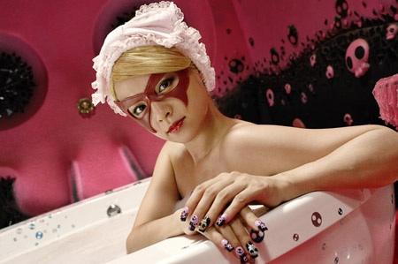 映画「ヤッターマン」ドロンジョ様に扮する深田恭子の入浴シーン
