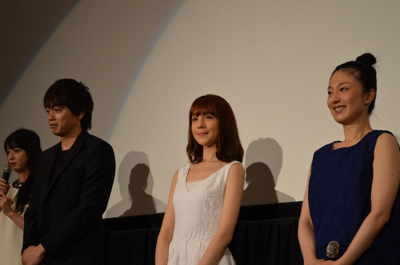 映画『呪怨 -終わりの始まり-』の初日舞台あいさつに出席したトリンドル玲奈