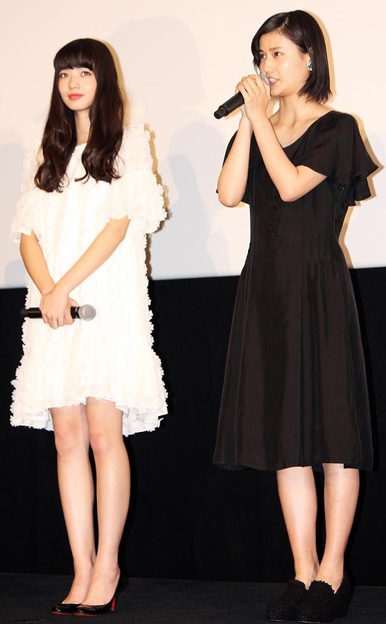映画「渇き。」の初日舞台挨拶に出席した小松菜奈と橋本愛