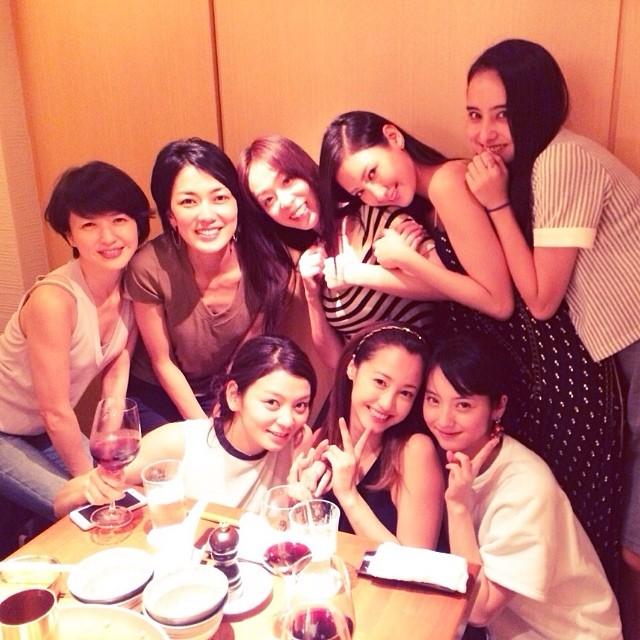 ドラマ「ファースト・クラス」で共演した女優のオフショット 田畑智子、沢尻エリカ、佐々木希、三浦恵理子、菜々緒