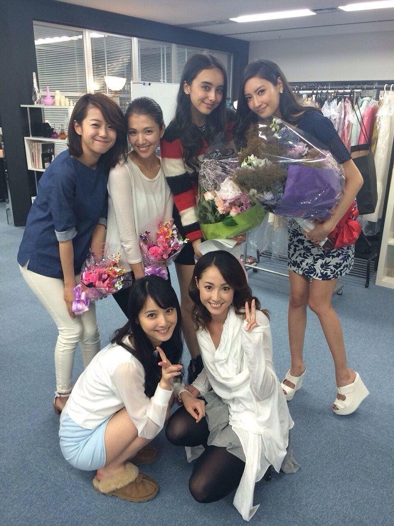 ドラマ「ファースト・クラス」で共演した女優のオフショット 沢尻エリカ、佐々木希、菜々緒