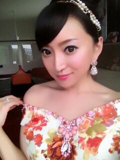 加藤茶の嫁(加藤綾菜)、結婚式でのドレス姿