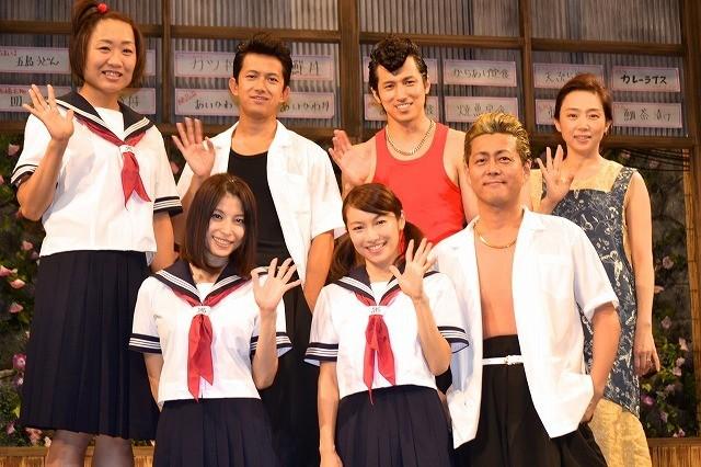 「夕-ゆう-」の公開リハーサルでセーラー服姿を披露した上原多香子と内山理名、しずちゃん、藤吉久美子