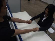 AKB48握手会での禁止事項 両手を別々に繋いでの握手禁止