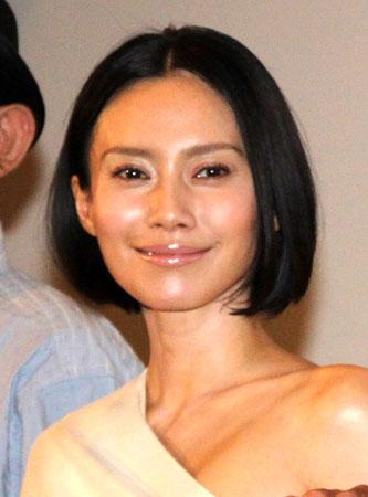 映画「渇き。」の大ヒット舞台あいさつに登場した中谷美紀