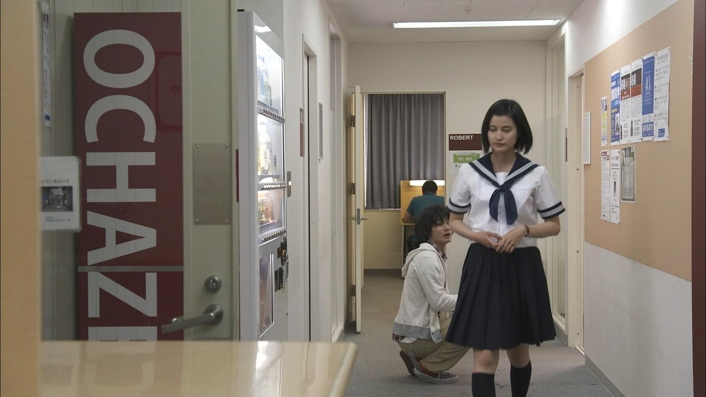 ドラマ「若者たち」でセーラー服姿の橋本愛