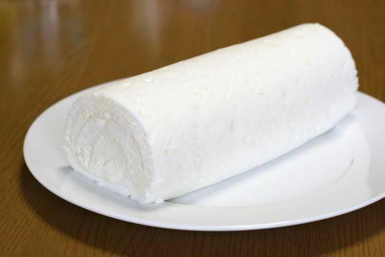 伍代夏子ブログに転用された白いロールケーキ画像