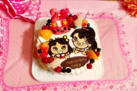 小さい頃と現在の道重さゆみが描かれたケーキ