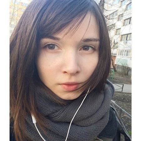 黒髪にしたロシア人美女