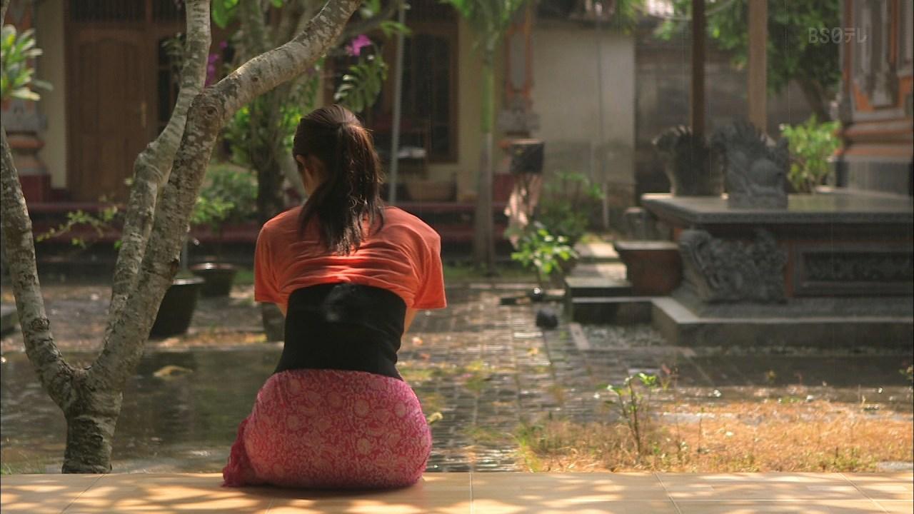 BS日テレ「神々の楽園 バリ島」での佐々木希のお尻