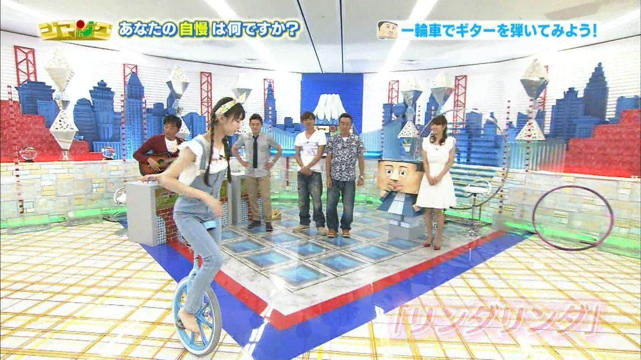 一輪車に乗るNMB48の市川美織