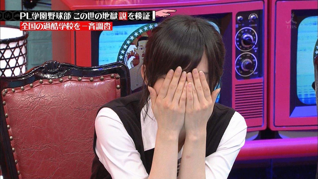「水曜日のダウンタウン」でひとりHの動きをする浜田雅功を見て顔を覆う山本彩