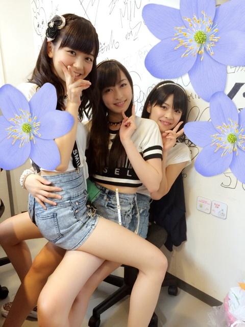 Juice=Juiceの宮崎由加と植村あかりと金澤朋子が対面座位
