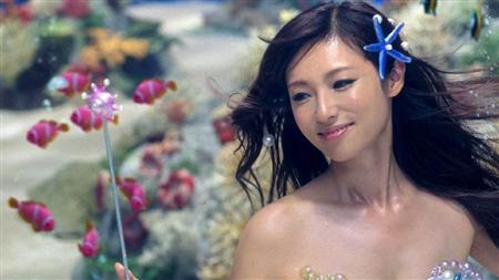 「ポカリスエット イオンウォーター」のCMで人魚姫を演じる深田恭子