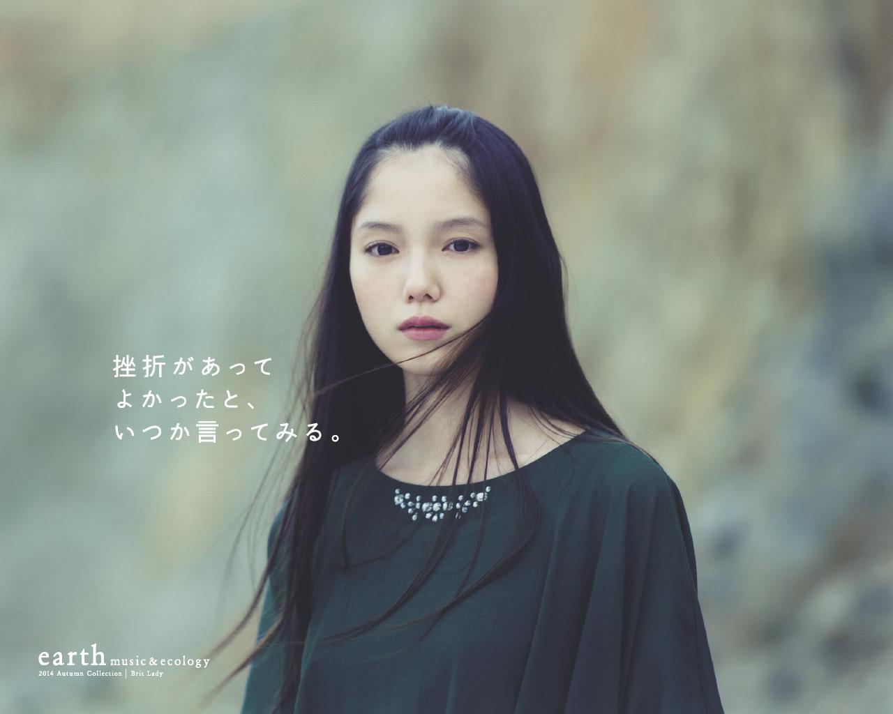 earth music&ecology広告の宮崎あおいが怖い