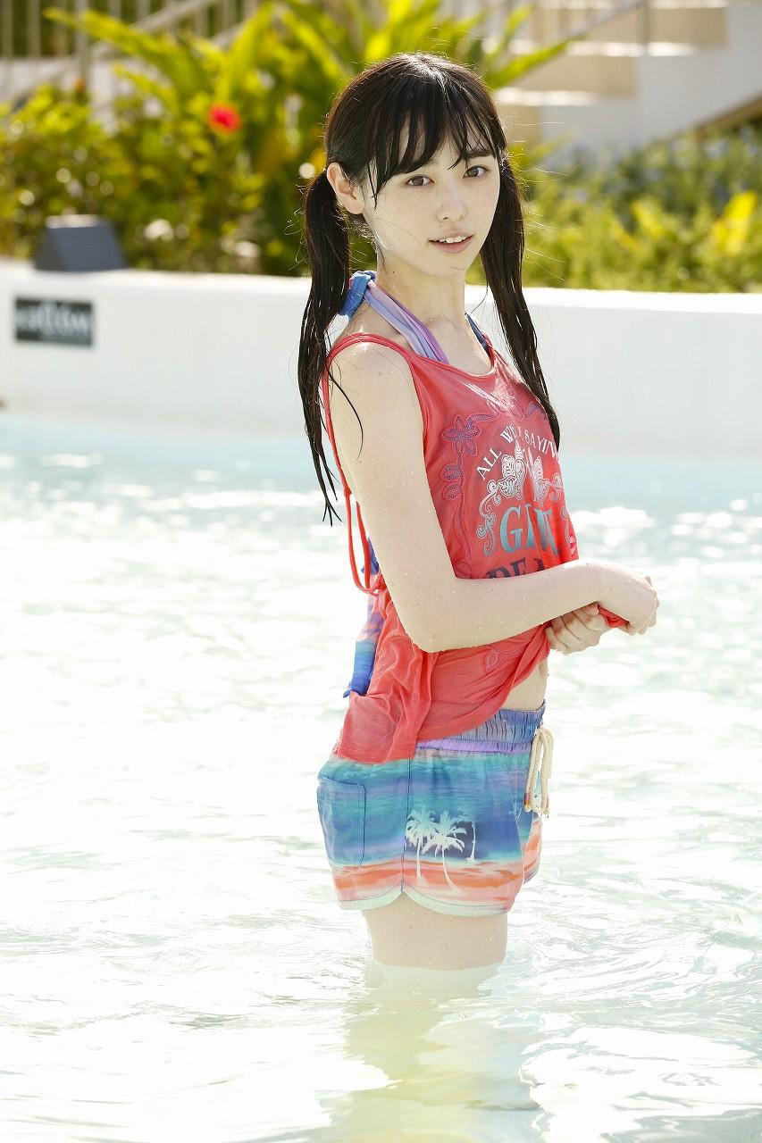 福原遥のファースト写真集「はるか」の水着画像