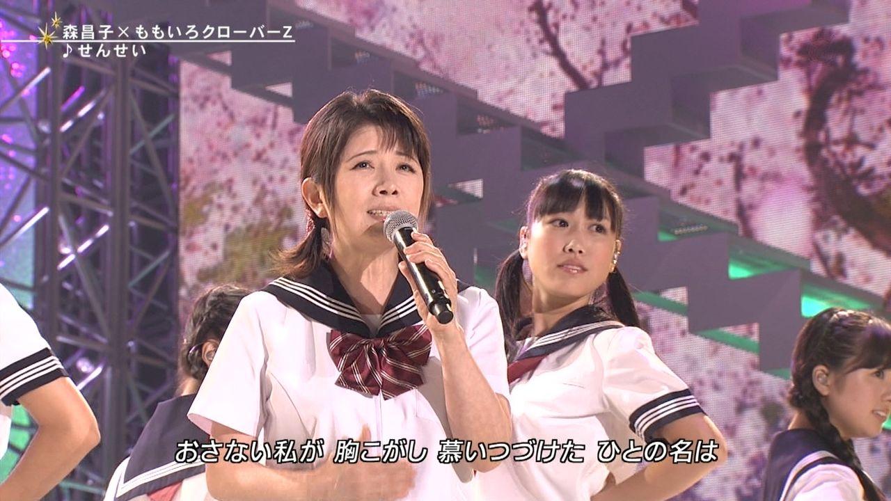 FNSうたの夏まつりでセーラー服姿で歌う森昌子とももいろクローバーZ