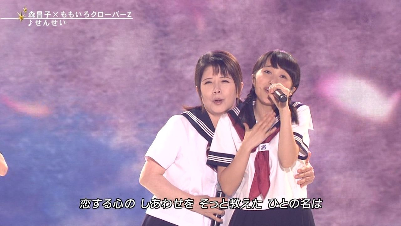 FNSうたの夏まつりでセーラー服姿で歌う森昌子とももクロの百田夏菜子