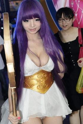 きゃりーぱみゅぱみゅそっくりの中国人コスプレイヤー、李玲さん